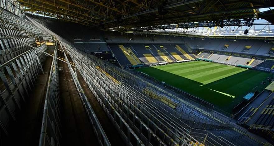 «Боруссия» с максимальной посещаемостью в 30000 зрителей. Политики посылают позитивные сигналы.