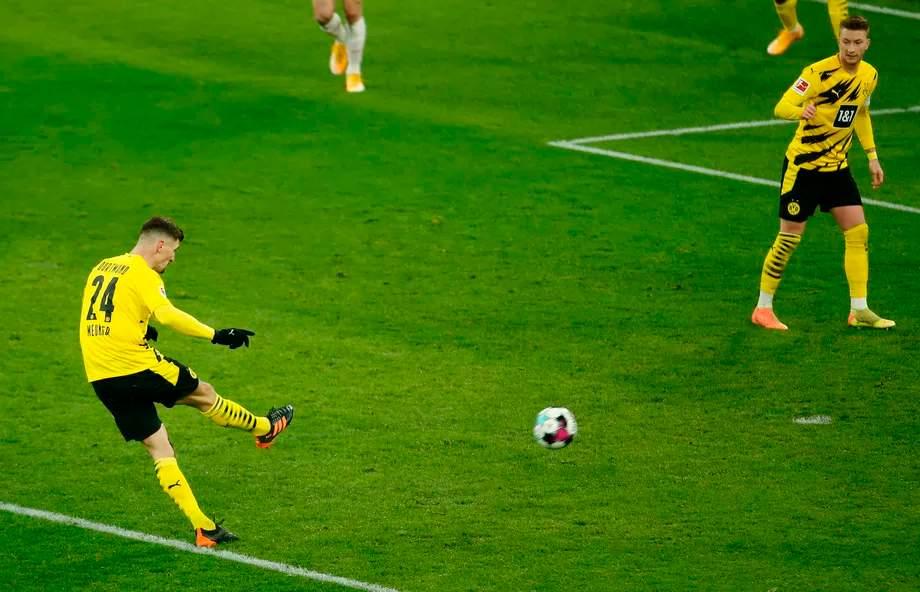 bundesliga-16-y-tur-borussiya-dortmund-maynts-nichya-v-dortmunde-roys-ne-realizoval-penalti