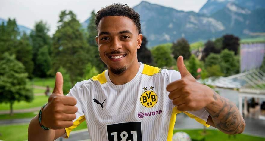 Дониэлл Мален подписывает контракт с дортмундской «Боруссией» до 2026 года. И сразу же показывает свои навыки на тренировке.