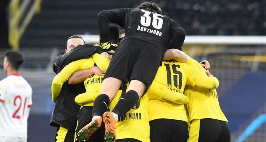 Лига Чемпионов (1/8 финала): «Боруссия» Дортмунд, Германия - «Севилья» Севилья, Испания. «Боруссия» в четвертьфинале.