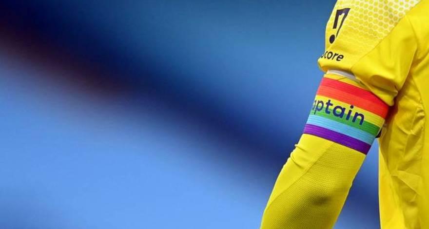 Немецкие болельщики «Боруссии» просят, чтобы капитанская повязка всегда была в радужных цветах