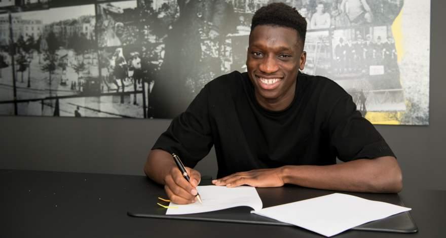 Очередной талант для дортмундской «Боруссии»: 16-летний Абдулайе Камара подписал контракт с клубом.
